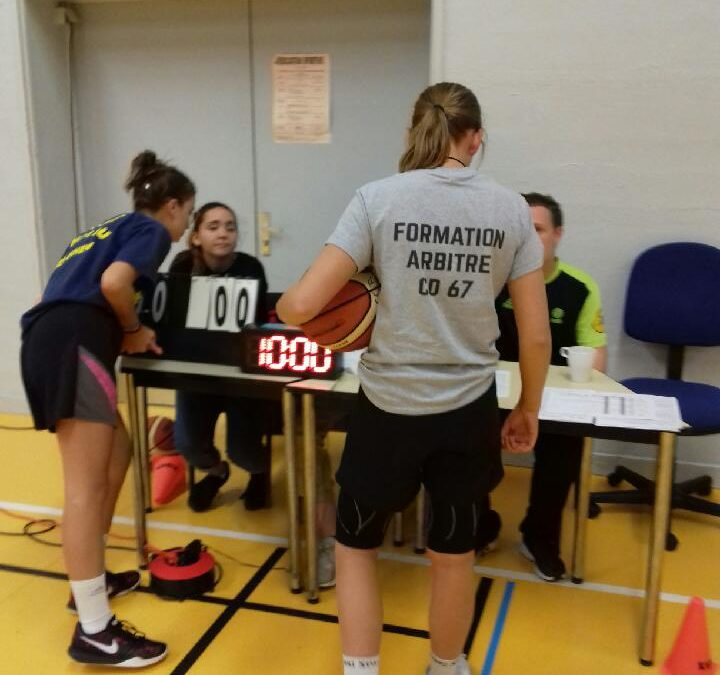 Delphine Lemarchand 3ème 1 en formation d'arbitre